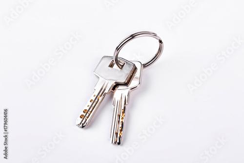 Fotomural Doors keys isolated on white background