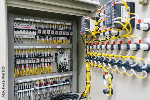 Fotografía  Electric control panel enclosure for power and distribution electricity