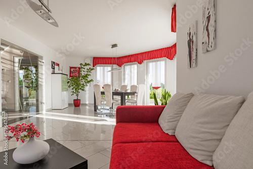modernes Wohnzimmer, weiss, rot – kaufen Sie diese Illustration und ...