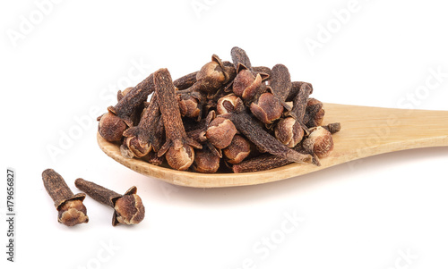 dry-spice-cloves-isolated-on-white-background