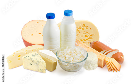 Montage in der Fensternische Milchprodukt Milk and dairy products on a white background