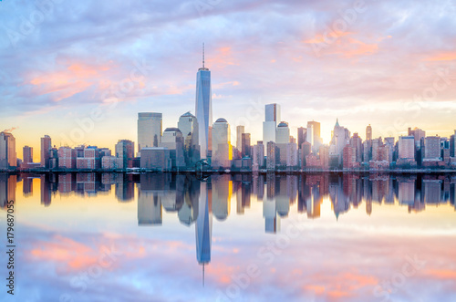 Manhattan Skyline with the One World Trade Center building at twilight Fototapeta