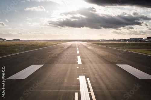 Photo Airport Runway