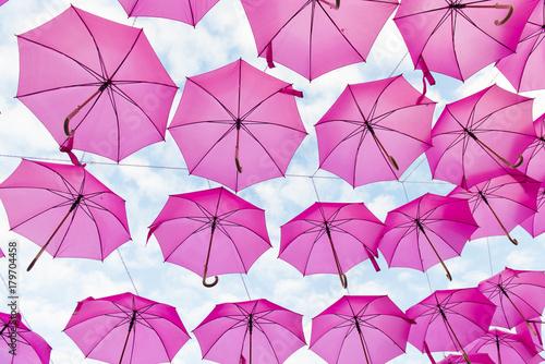 Fototapety różowe rozowe-parasolki-unoszace-sie-do-gory