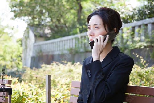 Fotografija  Japanese Business Woman Talks on Classic Mobile Phone