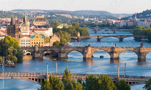 fototapeta na ścianę Panorama der Karlsbrücke in Prag im Abendlicht