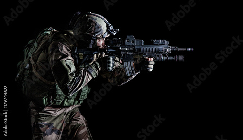 Photo Paratrooper of french 1st Marine Infantry Parachute Regiment RPIMA studio shot f