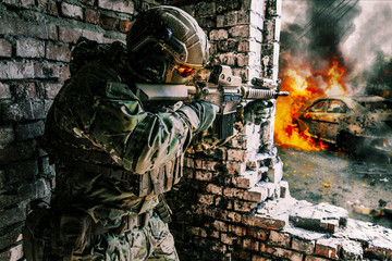 Army soldier in action in r...