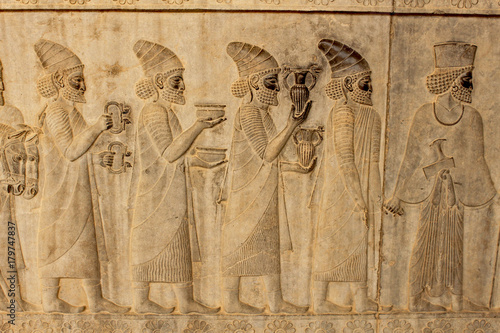 Deurstickers Artistiek mon. Relief on a wall of the ancient city Persepolis