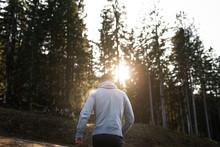 Mann Wandert Dem Sonnenunterga...