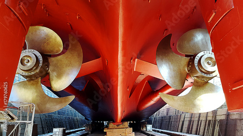 Cuadros en Lienzo propeller and ship stern at dry dock