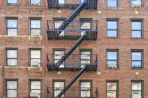 Canvas-taulu Black metal fire escape in Brooklyn