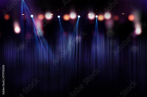 Plakat niewyraźne światła na scenie, abstrakcyjny obraz oświetlenia koncertu
