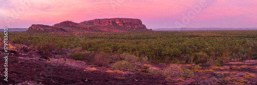 In de dag Crimson Nourlangie Rock Sunset, Kakadu National Park, NT