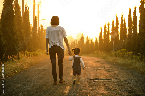 Fotografie, Tablou  Happy family in the park evening light