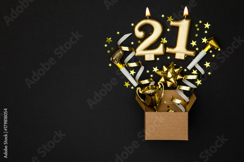Papel de parede Number 21 gold celebration candle and gift box background