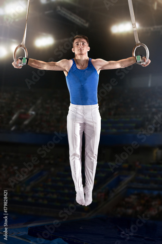 Fotografía  portrait of young man gymnasts
