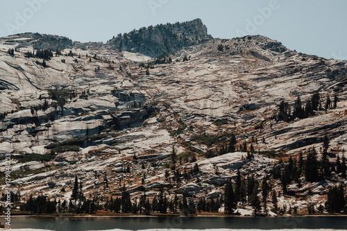 Fotobehang Marokko Cathedral lake in Yosemite National Park