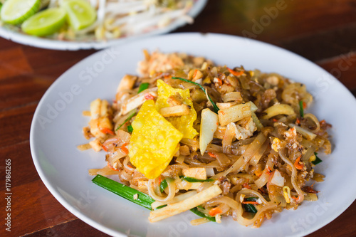 Photo  Pad thai or stir fry noodles on the table.