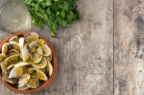 Photo  Clams with marinera sauce
