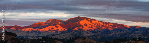 Fototapeta Mount Diablo California mountain panorama with setting sun and clouds obraz