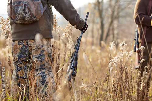 Poster Chasse Picture of rifle. hunters waiting for hunting to begin. Chase hunting