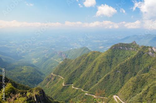 Photo Ótima imagem do Vale do Rio do Rastro, serra gaúcha, estrada perigosa nas montan