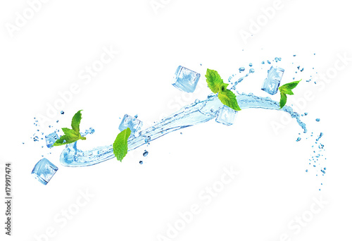 Obraz splash of water with ice and mint isolated on white background - fototapety do salonu