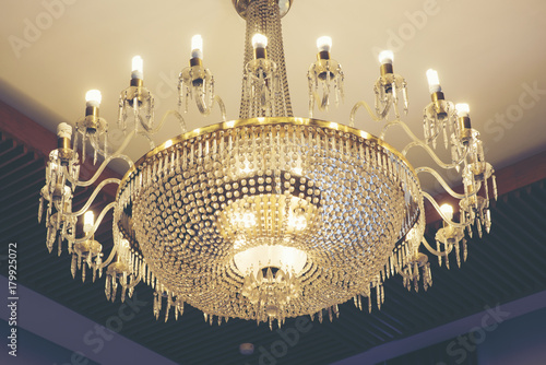 Obraz na dibondzie (fotoboard) Piękne żyrandole w luksusowych hotelach.