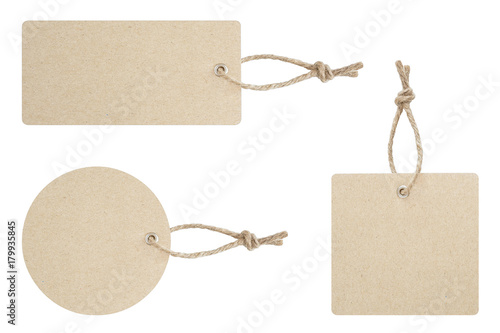 Fotografia  Blank tag tied for hang on product for show price or discount isolate on white b