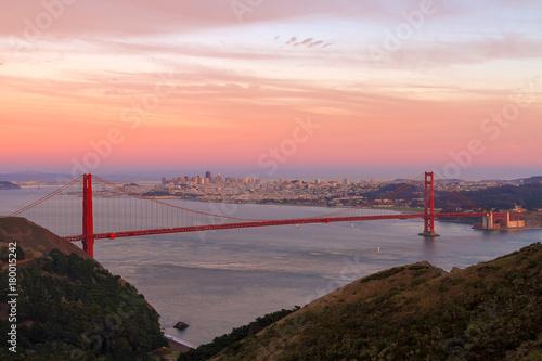 Keuken foto achterwand San Francisco Sunset Over Golden Gate Bridge and San Francisco city Skyline in California USA