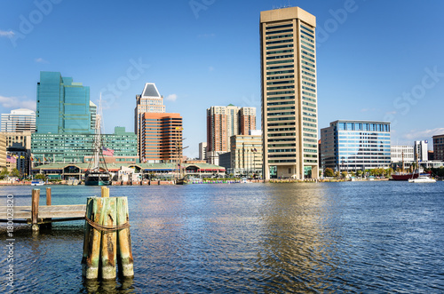 Spoed Foto op Canvas Canada Baltimore Skyline under a Clear Blue Autumnal Sky