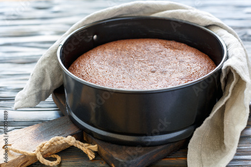 Cadres-photo bureau Dessert Chocolate cake in a metal form.