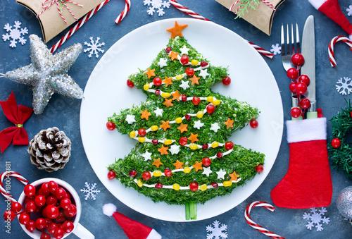 Poster Klaar gerecht Beautiful Christmas tree salad