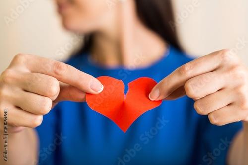 Photo Female Hands Holding a Broken Heart