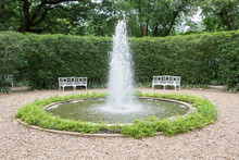 Outdoor Garden Fountain With W...