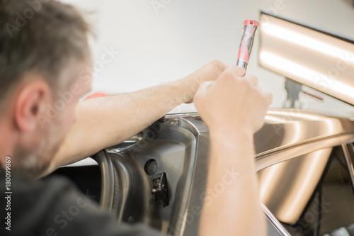 Obraz na plátně  Repairing dents in a car