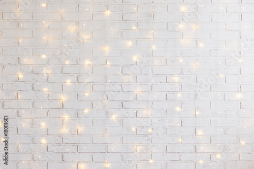 Spoed Fotobehang Baksteen muur white brick wall background with shiny lights