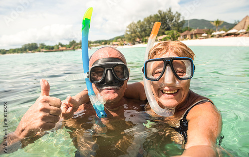 Papiers peints Lieu connus d Asie Senior happy couple taking selfie in tropical sea excursion with water camera - Boat trip snorkeling in exotic scenarios - Active retired elderly and fun concept around the world - Warm bright filter