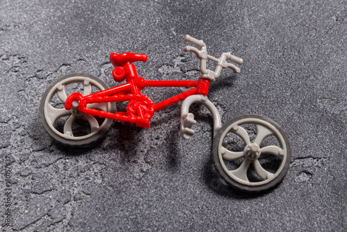 Tuinposter Fiets Small broken toy bicycle