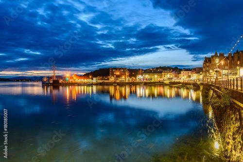 Night view of Oban, Scotland Fototapeta
