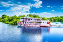 Passeio De Barco Pelos Rios Do Amazonas
