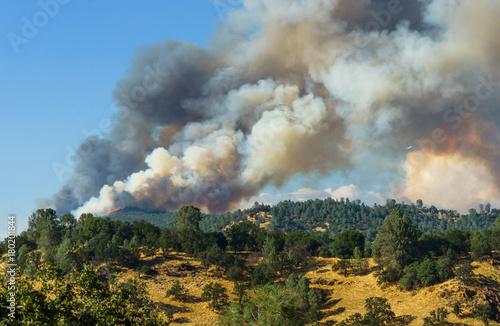 Fotografering  Plane Approaches Fire Burning on Ridge