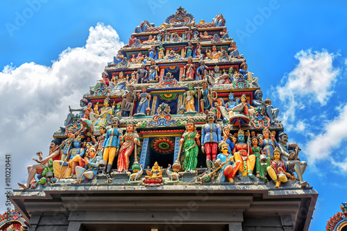 La pose en embrasure Singapoure Sri Mariamman Temple in Singapore.