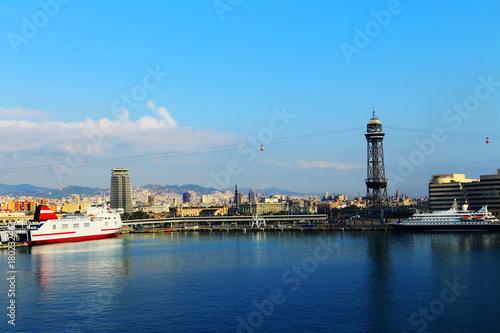 Obraz na dibondzie (fotoboard) Port ze statkami w Barcelonie, Hiszpania.