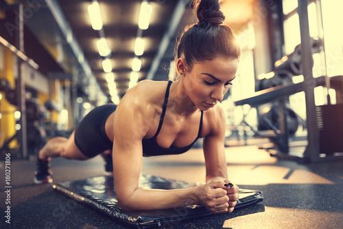 Obraz na płótnie Woman in plank pose