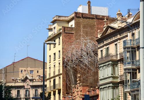 Obraz na dibondzie (fotoboard) Budynki przy ulicy Carrer d'Arago w Barcelonie, Katalonia, Hiszpania.