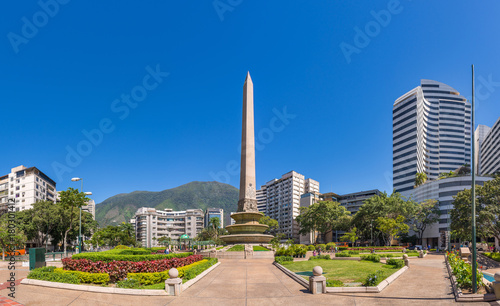 Obraz na plátně Panoramic view of Altamira's Obelisk on a sunny day with blue skies in Francia Square (A