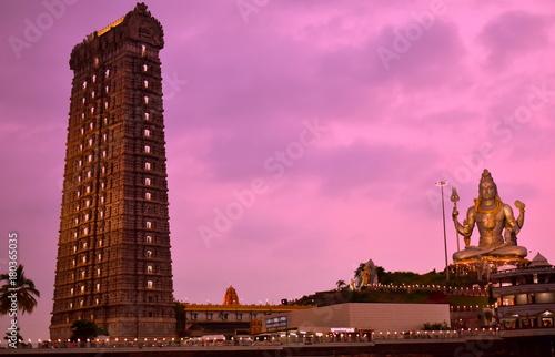 Spoed Fotobehang Oranje eclat Murudeshwar temple