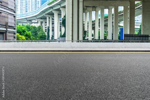 Photo  Empty road surface floor with city overpass viaduct bridge in shanghai